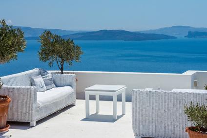 Terrasse aménagée face à la mer