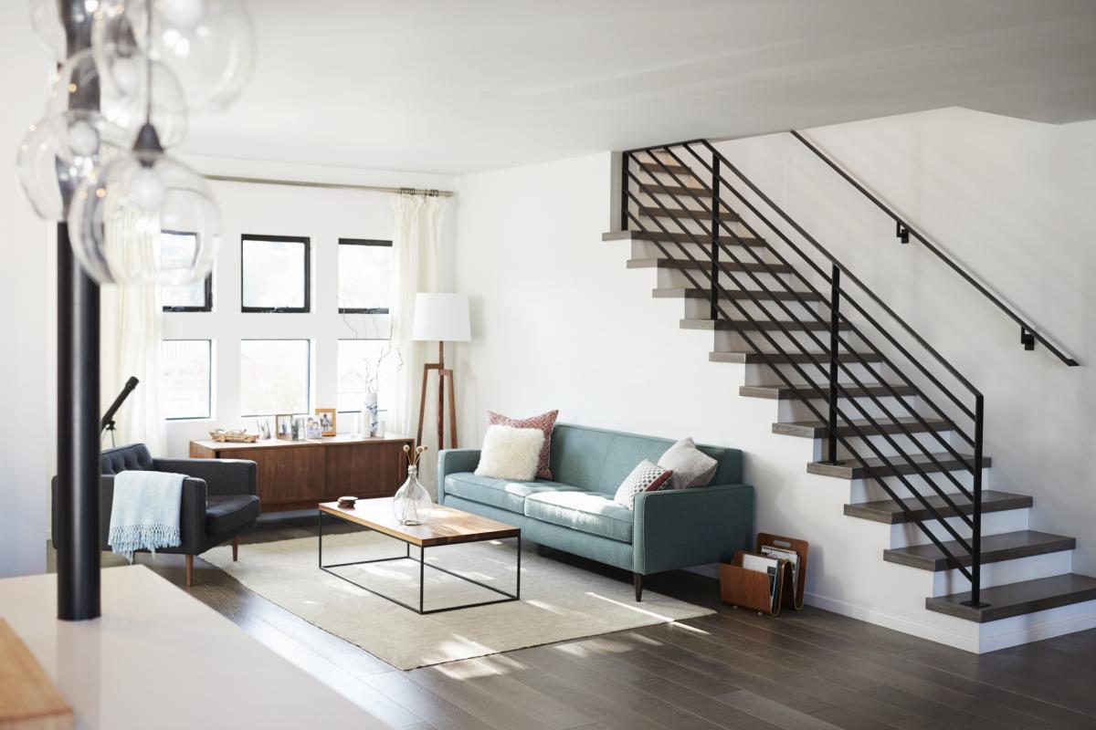 Large escalier dans une maison