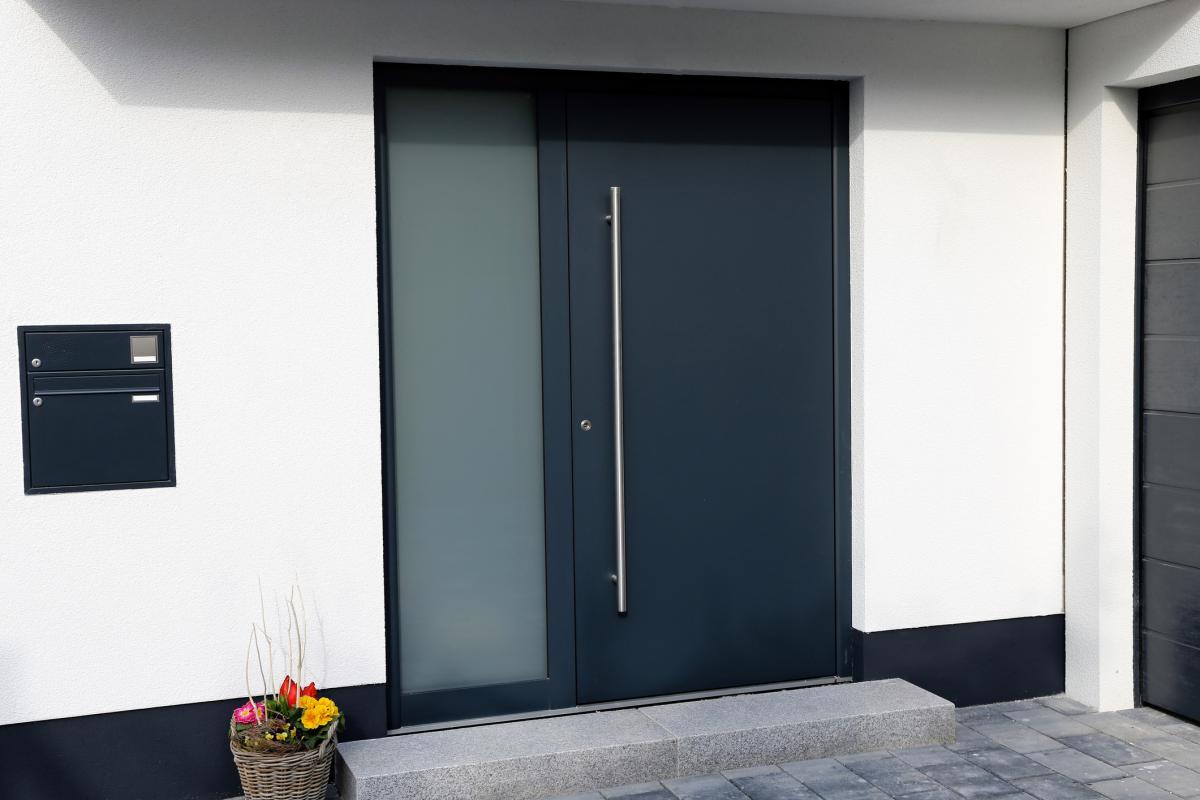 Porte d'entrée de taille standard