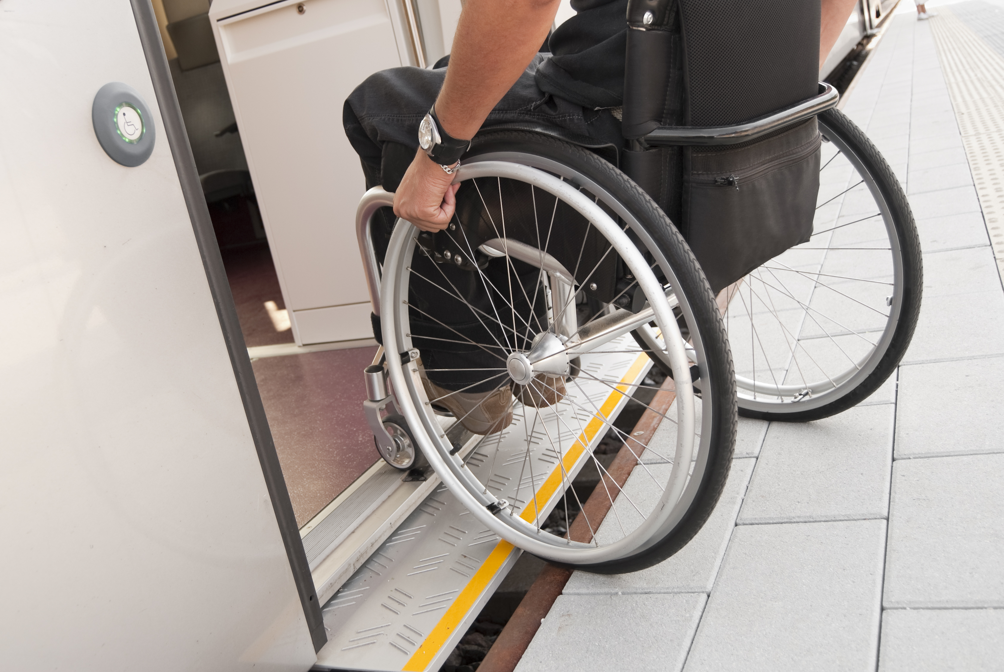 Porte Handicapée en verre