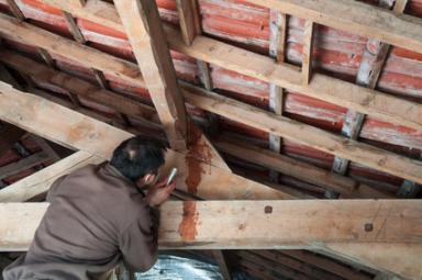 Réparation de la toiture par l'intérieur