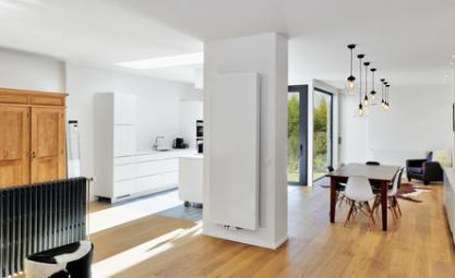 Salon avec radiateur à eau chaude