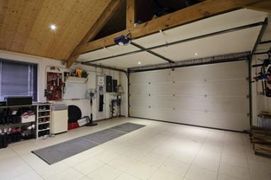 Garage avec carrelage