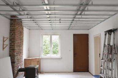 Installation de faux plafond en métal