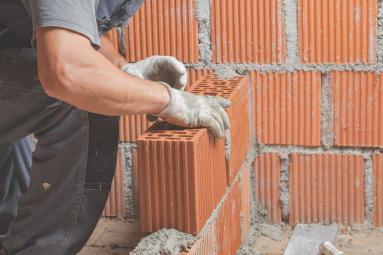 Pose de mur en brique